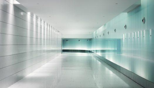 Zalety zastosowania szkła we wnętrzach