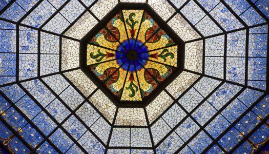 Artystyczny wymiar szkła – krótka historia witraży